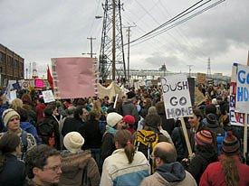 [Photo: Bush visit protesters]